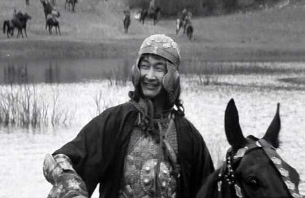 Роль Едигея в фильме «Андрей Рублев» (1966) сыграл киргизский актер Болот Бейшеналиев