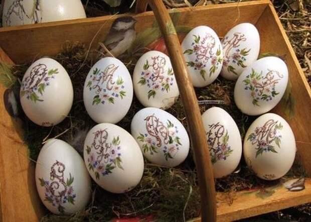 Вышивка на яйцах (10 фото)