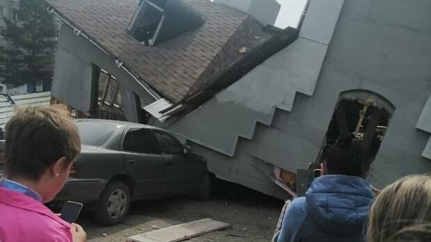Ужас— сбылось «пророчество»: вПриморье рухнуло здание ипридавило машины
