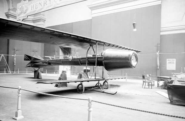Первый в мире реактивный самолёт Coanda
