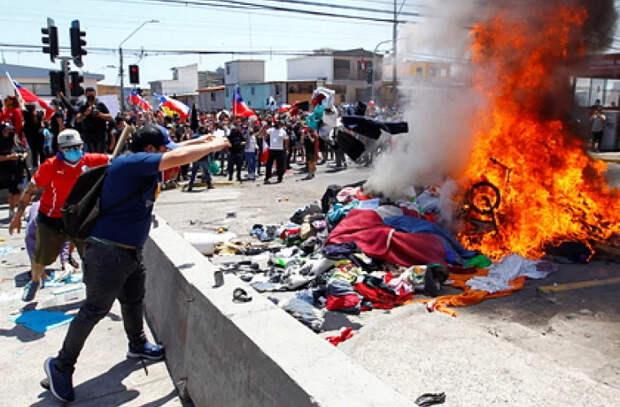 В Чили сожгли палатки нелегальных мигрантов
