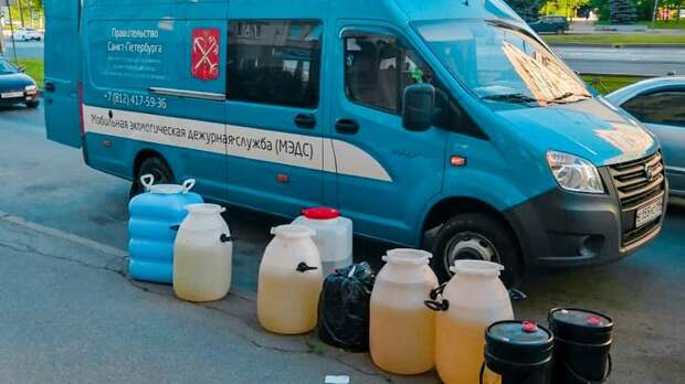 Экологи вывезли 400 килограммов химических отходов с Василеостровского района