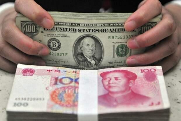 Экономисты плачут: Россия скупает китайский юань, дав пинка доллару
