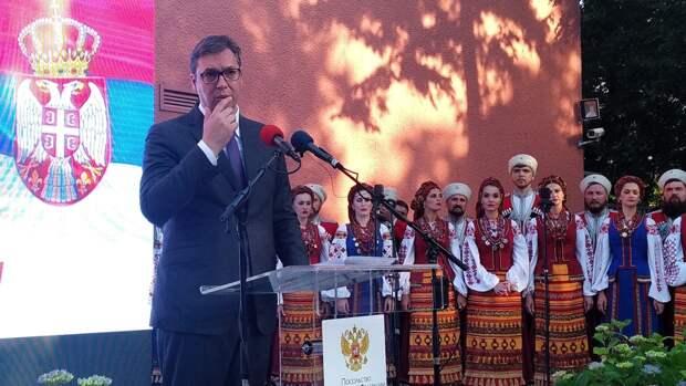 Президент Сербии Вучич поздравил граждан с Днем Победы на русском языке