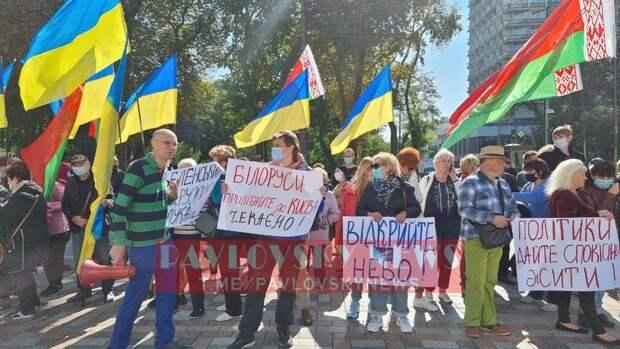 Протестующие под Радой требовали вернуть авиасообщение с Белоруссией