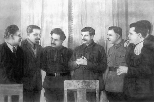 В_день_50-летия_Генерального_секретаря_ЦК_ВКП(б)_И._В._Сталина.jpg