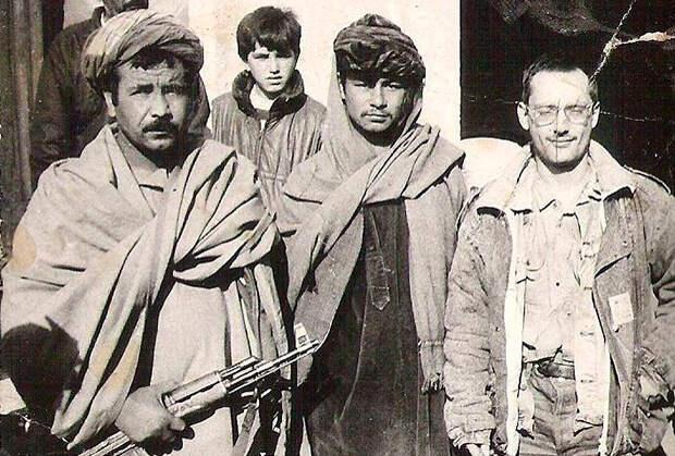 Командон Назармамат (слева)