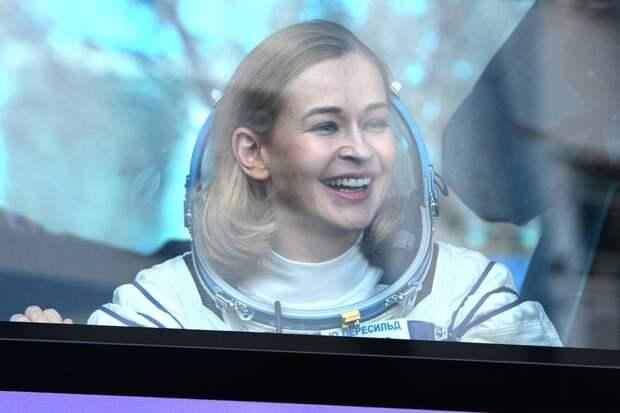 Юлия Пересильд и Клим Шипенко отправляются к Земле: прямая онлайн-трансляция расстыковки космического корабля «Союз МС-18» и МКС
