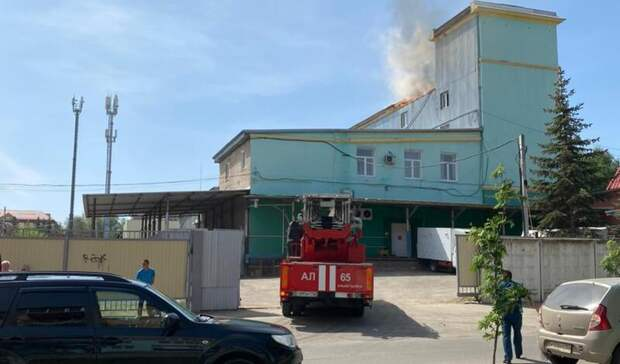 ВАльметьевске загорелось здание бывшего хлебозавода