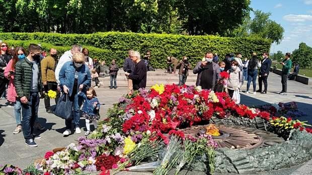 Неизвестные украинцы сорвали в Харькове баннеры ко Дню Победы