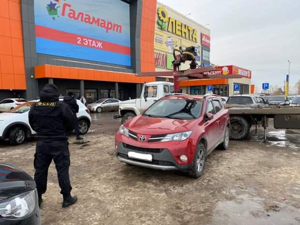 Жительница Ижевска пыталась продать свою машину, чтобы её не забрали приставы