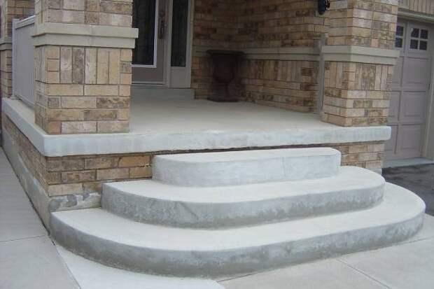 Бетонные ступеньки для крыльца частного дома