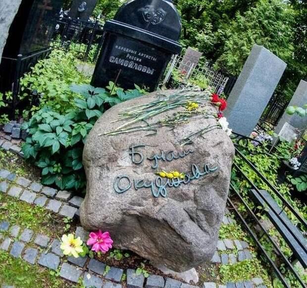 Гуляем по звездному некрополю: как выглядят могилы актеров на Ваганьковском кладбище? Часть 1
