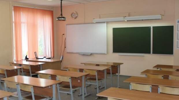 Школы Москвы усиливают охрану после стрельбы в казанской гимназии