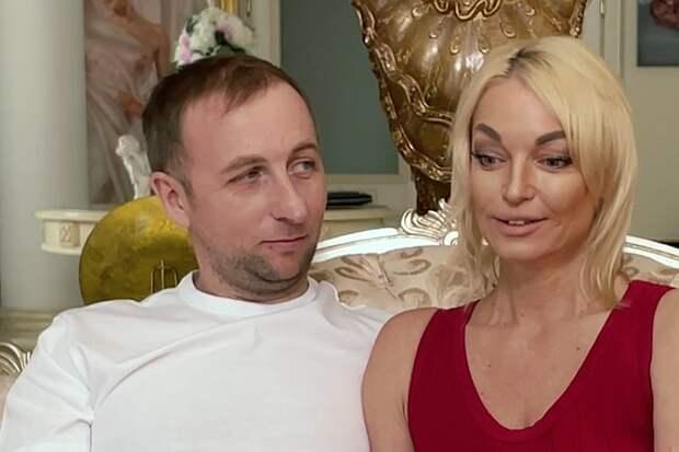 Знакомьтесь: легендарный Олег! Волочкова впервые показала возлюбленного целиком