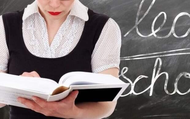 Директор школы заступилась за молодых учительниц с откровенными фото в соцсетях