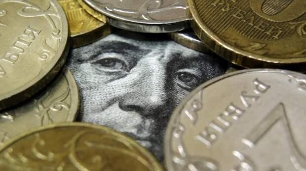 Взлет курса рубля предсказал аналитик