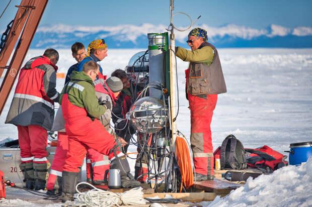 Нижегородские ученые помогли запустить уникальный глубоководный нейтринный телескоп на Байкале