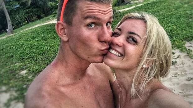 Девушка Большунова рассказала о любви лыжника к тортам: «Просит меня почаще их делать»