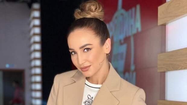 Экс-участница «Дома-2» Устиненко раскритиковала Бузову за хайп на операции