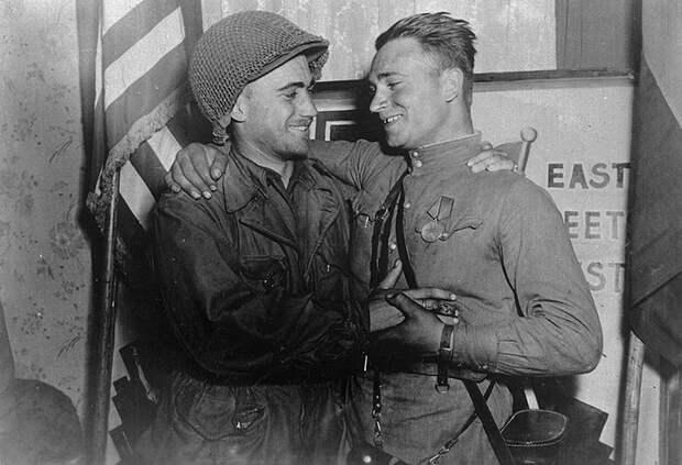 Постановочное фото встречи Робертсона и Сильвашко.