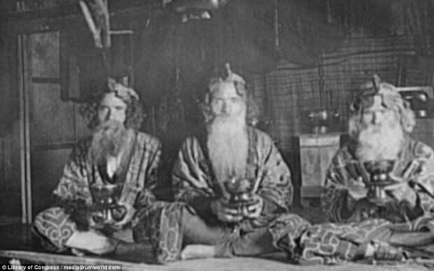 Старейшины в селе Пиратори айны, история, народ, фотография