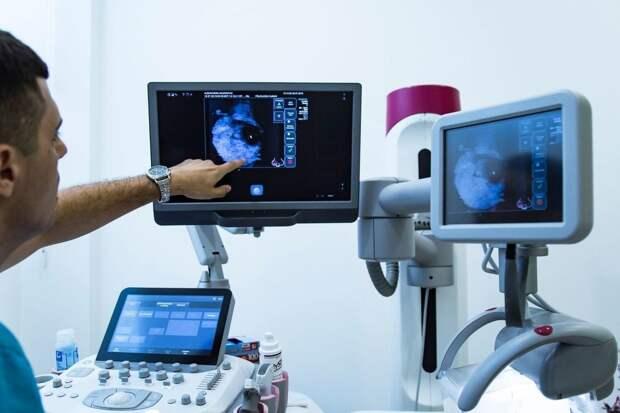 Онколог назвал симптомы рака груди, требующие немедленного обращения к врачу