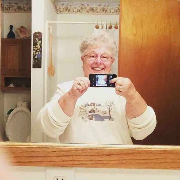 4. Сделать селфи возраст, новые свершения, позитив, смех, старость. бабульки, юмор