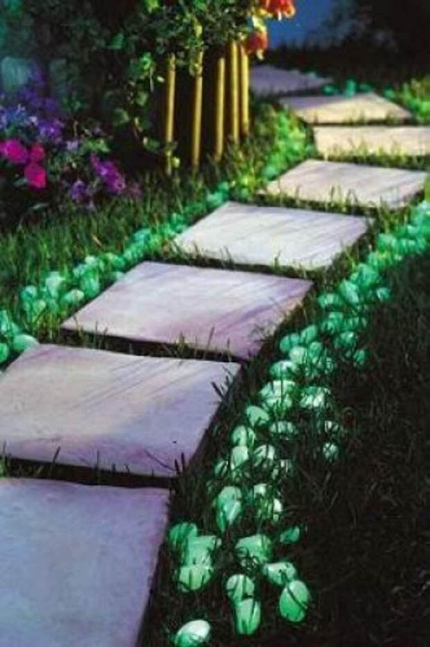 Декор участка светящимися камнями