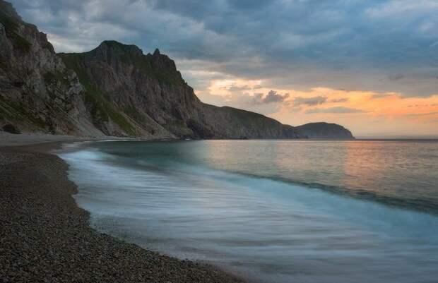 Мыс четырех скал. Приморский край. Фото Алексея Сорокина...