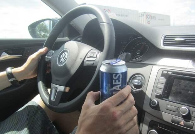 Можно ли распивать алкогольные напитки сидя за рулем припаркованного автомобиля