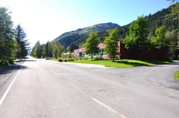 А это уже фотографии городка под названием Сюард, он расположен в 200 километрах от Анкориджа и проживают в нем всего 3 500 человек автомобили, аляска, анкоридж, горы, дороги, сша, сюард