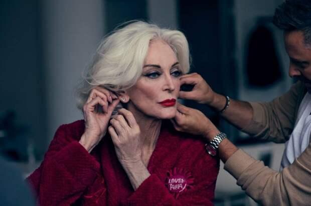 Не старость, а элегантность: история Кармен Делль'Орефиче — модели, которая работает даже в 90 лет