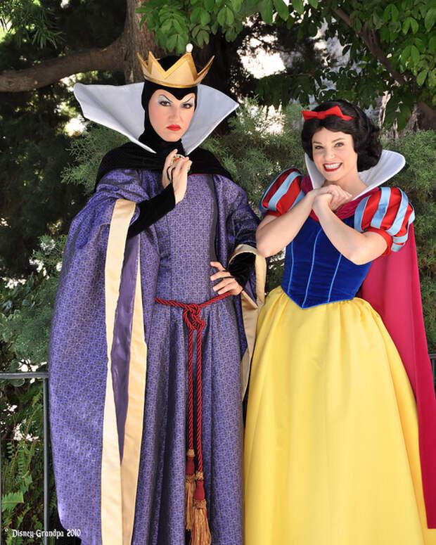 «Белоснежка и семь гномов»: что не так с костюмами героинь знаменитого мультфильма?