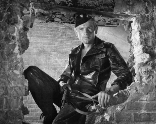 Ставка больше, чем жизнь? Как прожил жизнь капитан Клосс, актер Станислав Микульский, изображение №5
