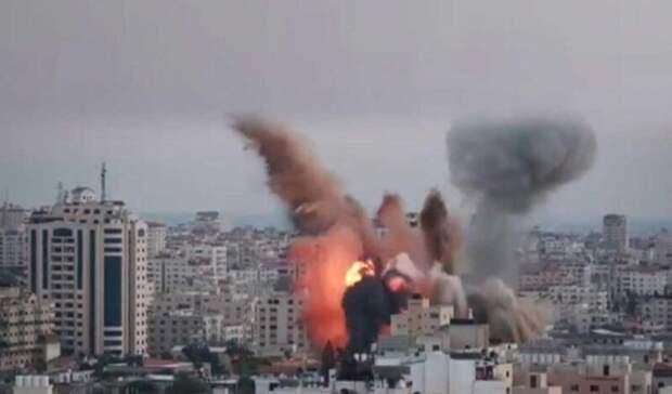 Здание министерства труда в Газе разрушено в результате атаки Израиля