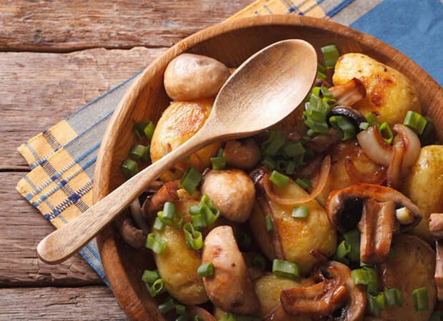 Молодая картошка в духовке с грибами — пошаговый рецепт
