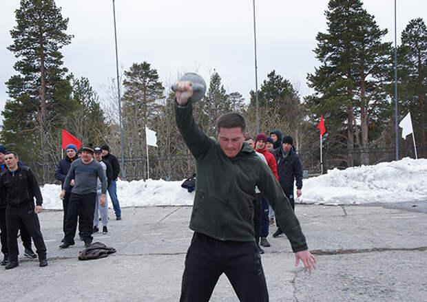 Военнослужащие дальней авиации провели спортивный праздник в Заполярье