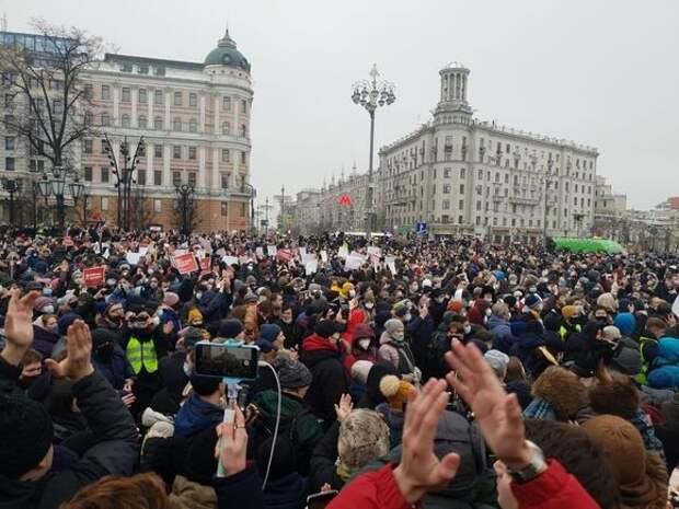 Бизнесмену Есенову дали четыре года колонии за избиение полицейского на акции в Москве
