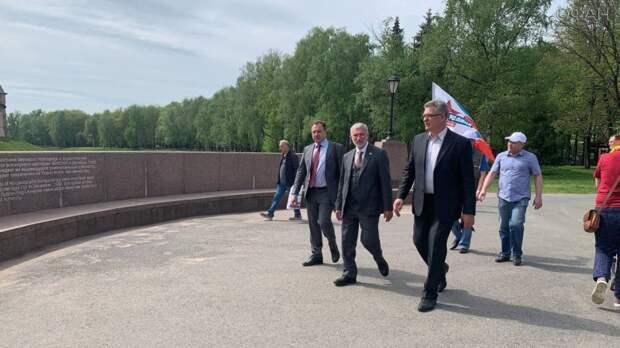 Алексей Журавлев поддержал новгородцев в стремлении добиваться правды через суд