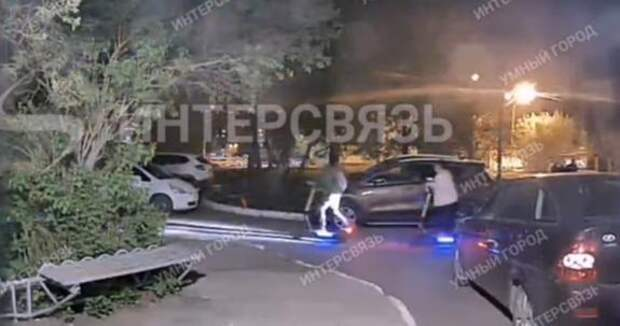 Очередной жертвой электросамоката в Челябинске стал автомобиль