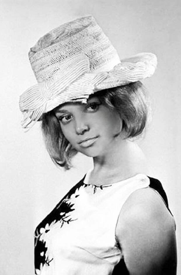 В 1960-е годы французский журнал Candide включил её в первую десятку самых красивых актрис мира. | Фото: reactor.cc/.