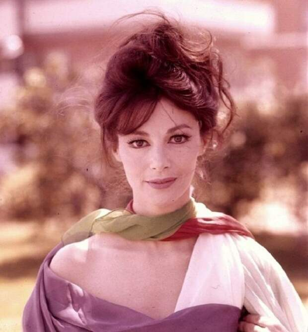 Итальянская актриса, сестра-близнец актрисы Марисы Паван.