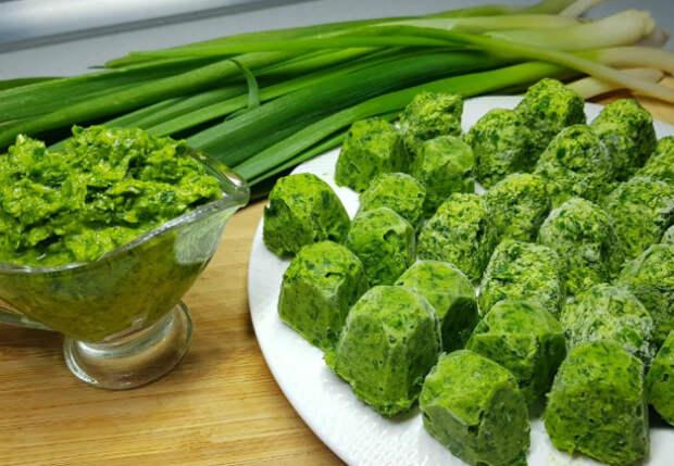 Зеленый лук с грядки на зиму: смешиваем с маслом и замораживаем