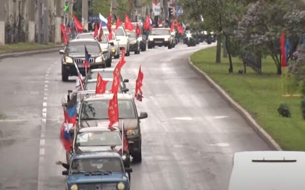 Автопробег в честь Дня Победы закидали камнями в Харькове