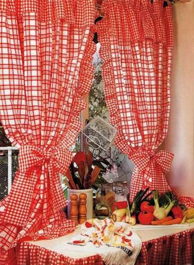 Кухонные весёленькие занавески