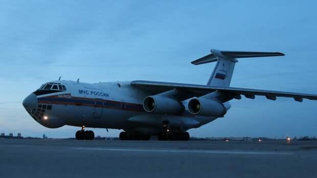 Спецборт со спасателями из Москвы приземлился в Казани