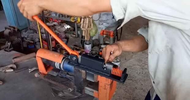 Самодельный станок для рубки металла (с ручным приводом)