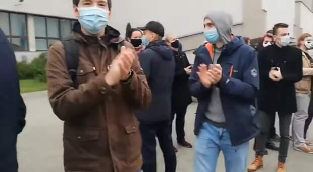 Студенты БГМУ бастуют после отчисления из Универа