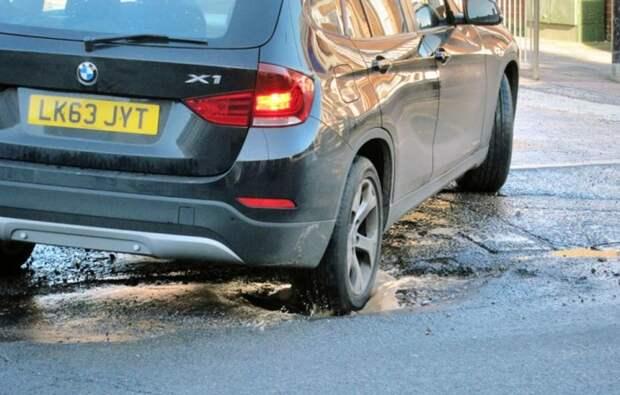 Как только передние колеса пересекли яму, многие водители нажимают на газ, загружая тем самым заднюю подвеску. | Фото: recombu-content.imgix.net